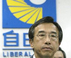 香港行政會議成員兼自由黨主席田北俊宣布辭去成員職務迫董建華作出押後二讀國安法條例草案的決定 (法新社)