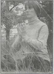 """芭芭拉是北维州的瀑布教堂市居民﹐她在50号公路附近的公园里打坐。芭芭拉曾经遭受许多疾病折磨﹐让她变的很衰弱﹐她说﹐修炼法轮功拯救了她的生命。""""我从来没有想过我的病会好﹐但是我法轮功炼了三周以后﹐我就病好不用再吃药了。"""""""