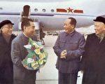 前中國國家主席劉少奇(右一)與前中國領導人攝於1957年(法新社)