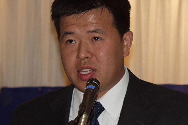 法轮功学员代表陈刚(大纪元摄影记者:朱迪、薛兵)