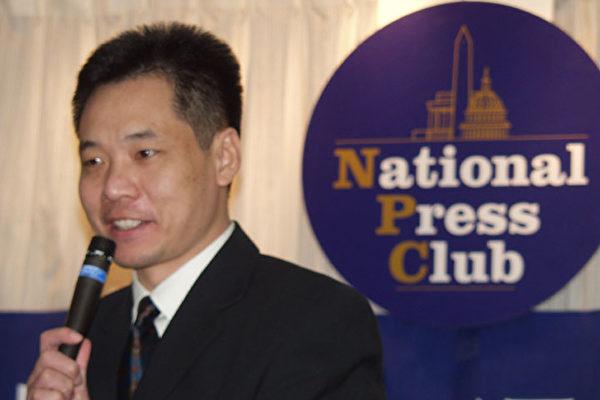 中国和平主席唐柏桥先生发言(大纪元摄影记者:朱迪、薛兵)