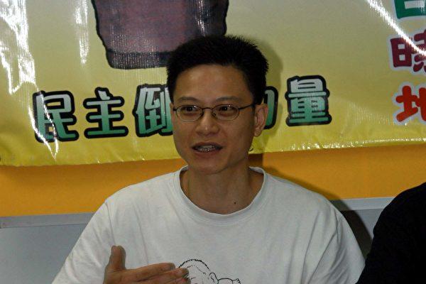 陶君行說保險經紀稱不承保周日集會保險的原因大家心知肚明。(攝影:香港大紀元記者)