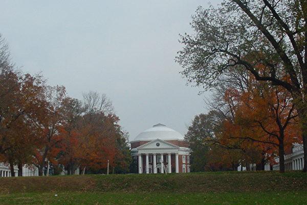Rotunda前的草坪(大紀元攝影)。