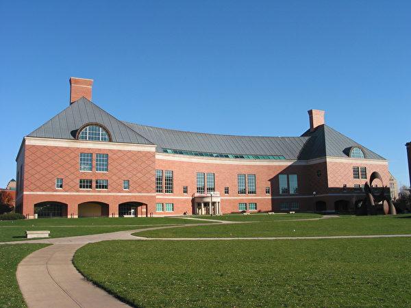 伊利诺伊大学厄巴纳香槟分校的计算机工程专业位居全美第五。图为工程图书馆(大纪元摄影)。