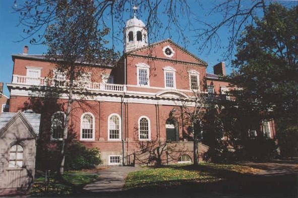 Harvard Hall (大纪元摄影)。