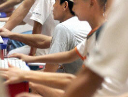 中國大陸網上玩遊戲的人數激增(法新社)
