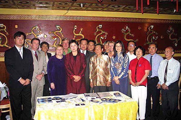 南澳聯邦上議員、各界僑領及上百位當地民衆與新唐人電視臺駐澳大利亞記者站一起,在南澳大利亞的首府阿得雷德的寶塔酒家歡聚一堂,共慶春節