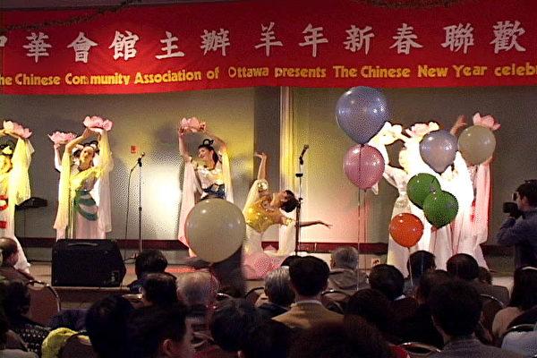 2003年法輪功參加渥市華人慶新年活動演出照片(明慧網)