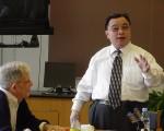 中国著名学者曹思源12日在哥大演讲。(大纪元)