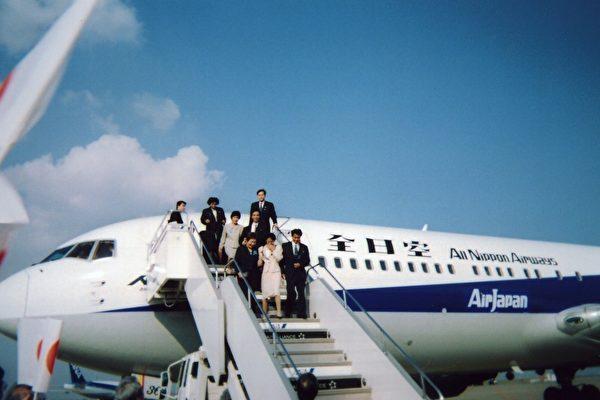 5名日本人乘坐日本政府專用飛機回到日本(當事人提供)