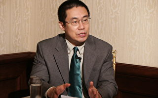 曹長青接受本報專訪(大紀元記者蘇昭蓉攝影)
