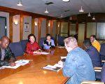 7月16日下午,南非国家警署和法轮功代表在首都比多利亚总部会面。(大纪元摄影)