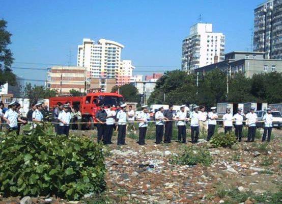 圖:據北京北十里堡居民反映,從去年三月開始對十里堡的強拆中,已經逼死二人。圖為今年7月北京北十里堡強拆現場。(大紀元圖片)   <p><figcaption class=
