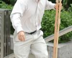 梁大卫现在不用拐杖也能走路。(大纪元)