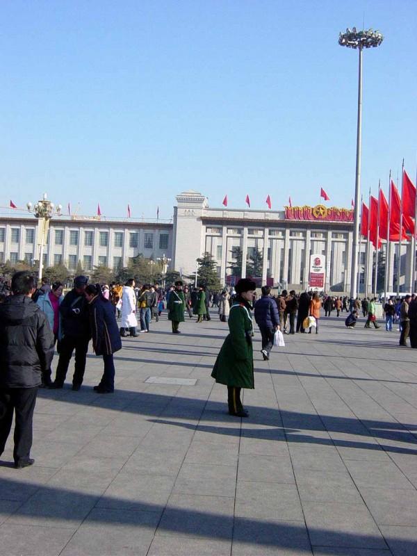 天安门广场人民大会堂一带武警密布(大纪元图片, 2005年元旦拍摄)