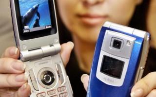 日本NTT DoCoMo電話公司新式手機 (Getty Images 2004-12-15)