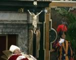 教宗遺體暫厝在教宗寓所的革利免廳(Clementine Hall)。(圖片來源:Getty Images)
