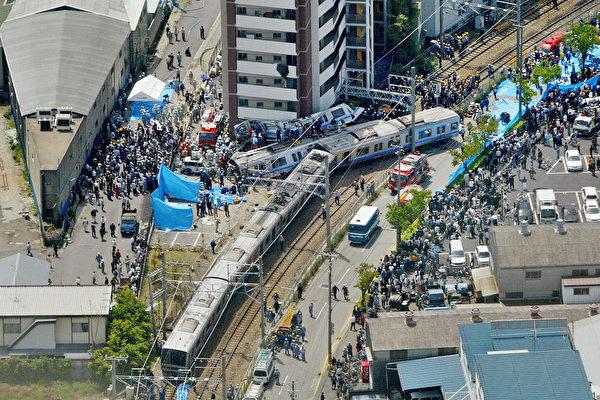 日電車出軌慘劇50死239傷 日本 大紀元