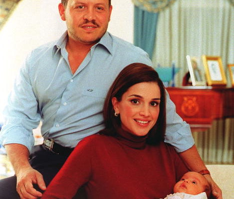 2000年11月20日, holds Princess Salma in her arms, Getty Images