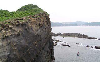 在懸崖上,欣賞風景就好,危險的自拍盡量避免。(Fotolia)