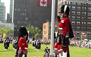 加拿大国庆日 首面枫叶旗返故里