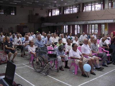 """高雄市君毅正群社区7月23日有数十位民众参加《大纪元时报》举办之""""九评系列第9场座谈会""""。"""