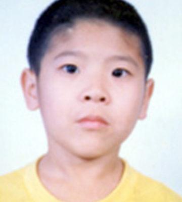 刘响(音)被送往深圳的孤儿院,今年12岁