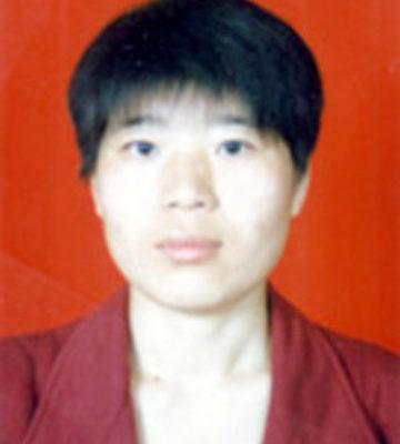 妈妈王晓东,34岁,中学教师,已被迫害致死