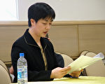曾铮代表13名起诉人在法庭上宣读诉状(大纪元)