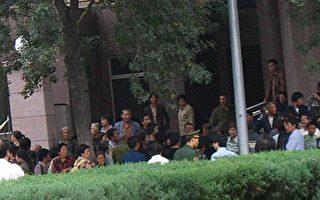 中國千名上訪人聯名上書胡錦濤