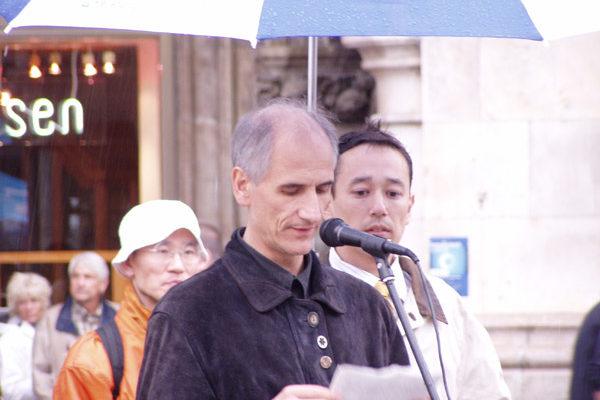德国国际人权组织慕尼黑分部主席提拉克(大纪元)