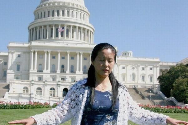 2005年李伟勋在美国国会大厦前炼功