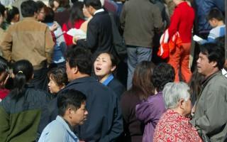 北京:500食客冲向海鲜火锅城