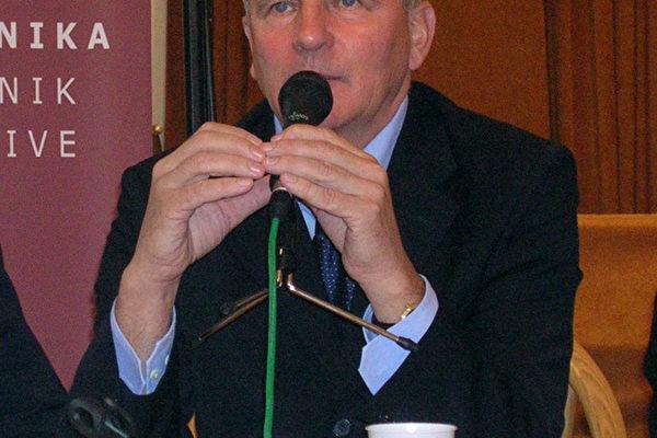 总统候选人、斯洛伐克国会议员法兰迪塞克.米克咯斯库先生