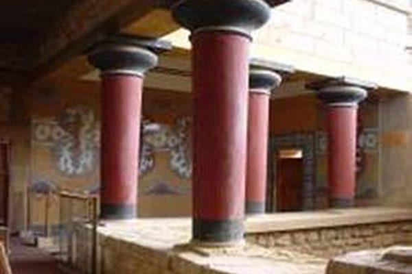 王宫的房间数多达近千间,以迂回曲折的廊道相连接(图片提供:Dilos Holiday World)