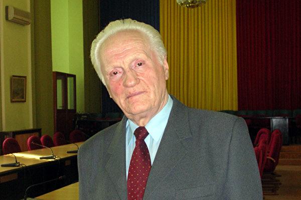 罗马尼亚前参议员坦尼斯.塔瓦拉先生