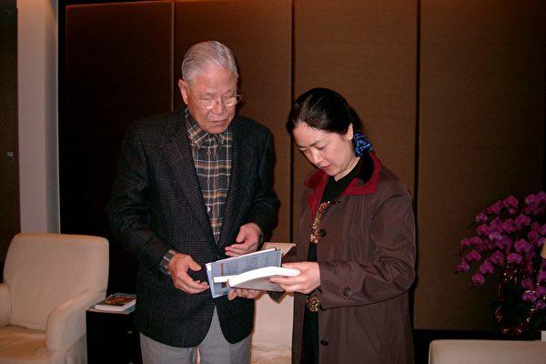 曾錚在臺灣舉行《靜水流深》發布會時拜會前總統李登輝(作者提供)