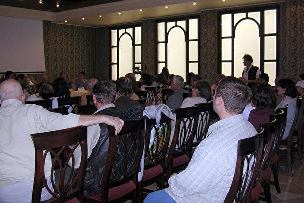 """""""共产主义的罪行与和人权迫害""""研讨会于罗马尼亚首都布加勒斯特举行"""