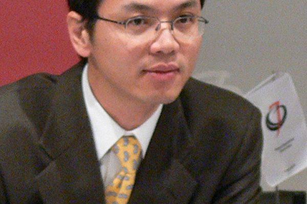 """图:陈用林11月3日在维也纳出席由国际人权协会(IGFM)主办的""""中共对西方策略""""研讨会。 (大纪元)"""