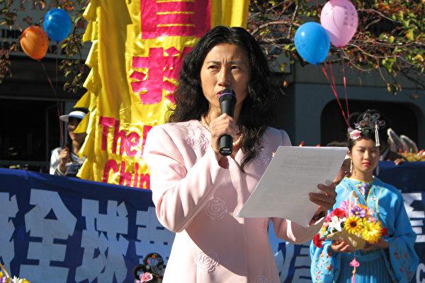 北加州退党服务中心代表马丽娟发表演讲 (大纪元图片)