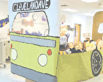 普羅維登斯小學全體學生共同合作,製作出這個公共汽車展示,以紀念羅莎‧帕克斯被逮捕50週年。(圖片提供﹕Lea Mae Rice/The Connection)
