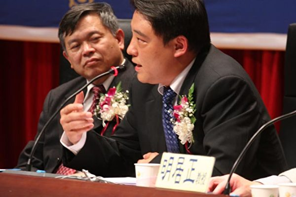 郝凤军强调,广传九评,声援退党,有助台海安全,自由民主中国早日到来。(大纪元记者苏昭蓉摄)