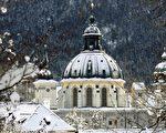 2005 年11月27 日,德国 Ettal 修道院/AFP/Getty Images