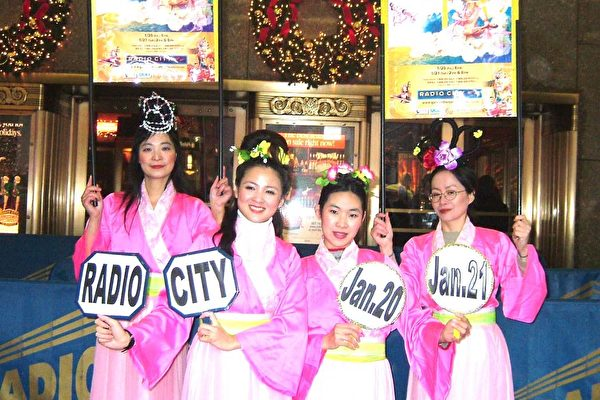 Radio City大门前的仙女特别秀,四位美若天仙的仙女