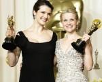 瑞秋懷茲(Rachel Weisz )(左) 和最佳女主角芮絲薇斯朋( Reese Whitherspoon)/AFP/Getty Images