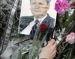 由于被告前南斯拉夫总统米洛塞维奇突然去世,前南斯拉夫国际战争犯罪法庭今天结束对米洛塞维奇的历史性审判。(图片来源:法新社)