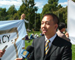 冯海光接受媒体采访揭露中共迫害(大纪元骆亚摄影)