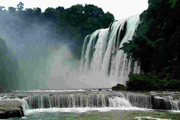 天下奇觀──波瀾壯闊的黃果樹大瀑布