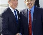 英国首相布莱尔今天与美国总统布什会面,讨论伊拉克的未来,并号召全世界支持这个饱受战争摧残国家的新政府。  图片来源:法新社