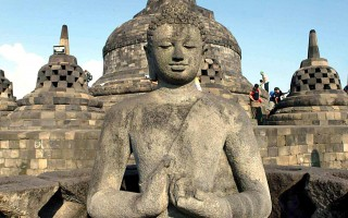 印尼强震 世界7大奇迹之佛塔完整无缺